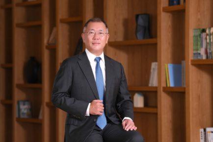 Euisun Chong Hyundai-Kia Chairman Pressphoto1 (Medium)