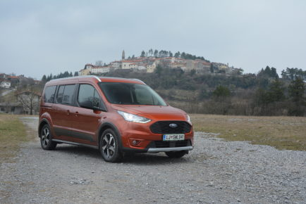 FORD GRAND TOURNEO 01