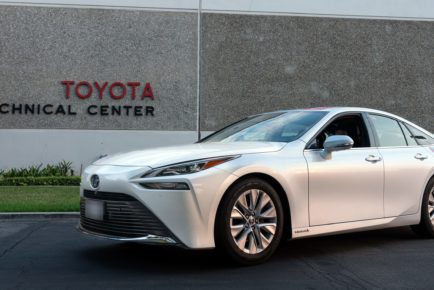 2021-Toyota-Mirai-Guiness-Record-37_RT-scaled